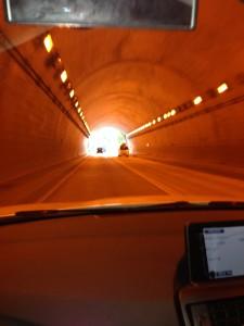 トンネルではライト